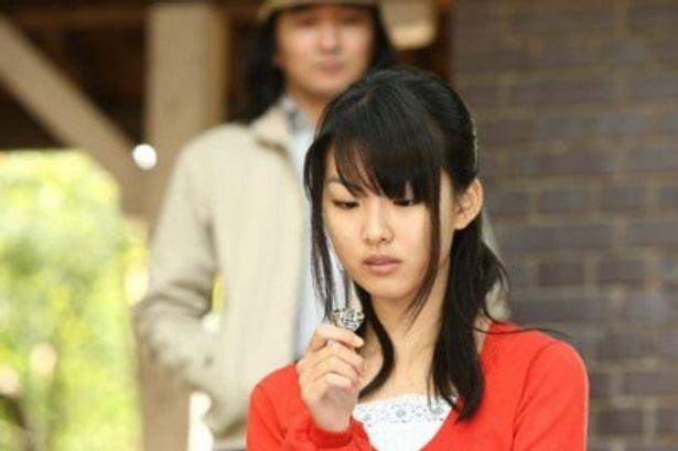 福田麻由子が7年前の神崎直(戸田恵梨香)を演じる