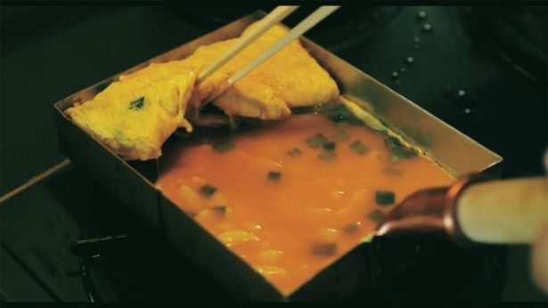 劇中では、井ノ原が自ら卵焼きを調理するシーンも