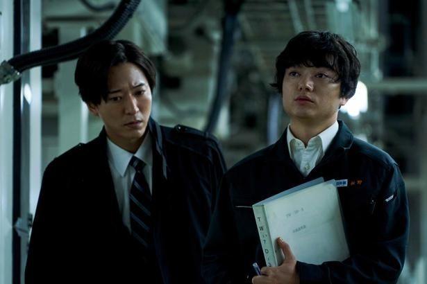 鷹野が自殺の原因を探る青年が勤めていた物流センターのスタッフ役に染谷将太