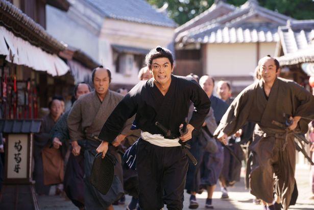 【写真を見る】三浦春馬演じる五代友厚の人物像とは?