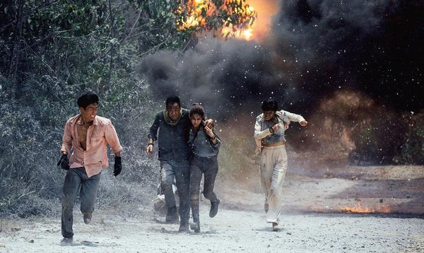 火山弾が当たり一面に降りしきったりと、次々と危機が主人公たちを襲っていく