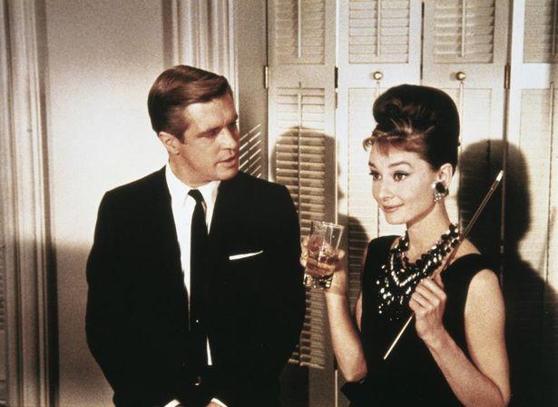 映画版では、ヒロインと駆けだしの作家とのロマンスが中心となった
