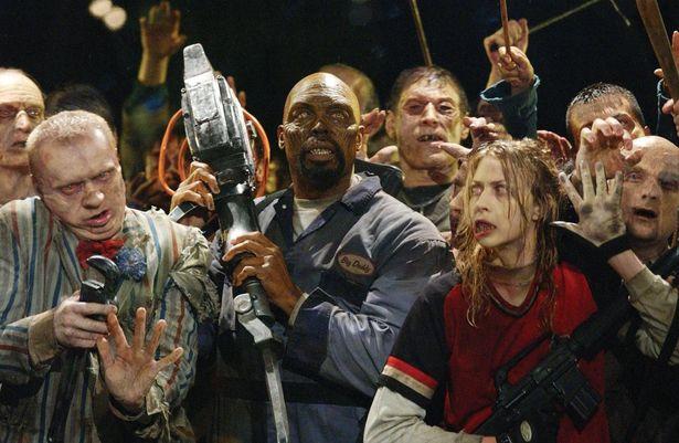 ある程度の理性を持つ黒人ゾンビ「ビッグ・ダディ」は、仲間を守ろうとする姿を見せる(『ランド・オブ・ザ・デッド』)