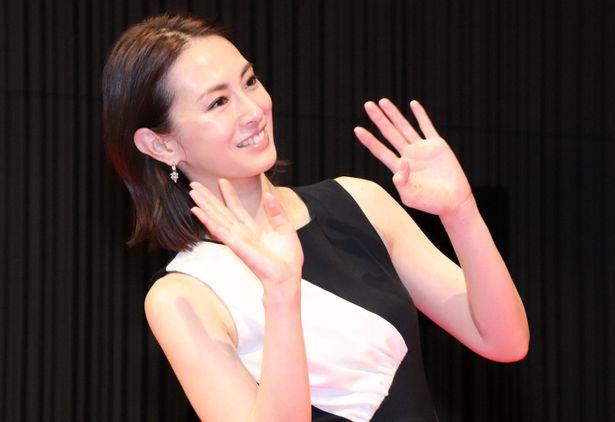 北川景子、バッサリ髪カットの心境は?