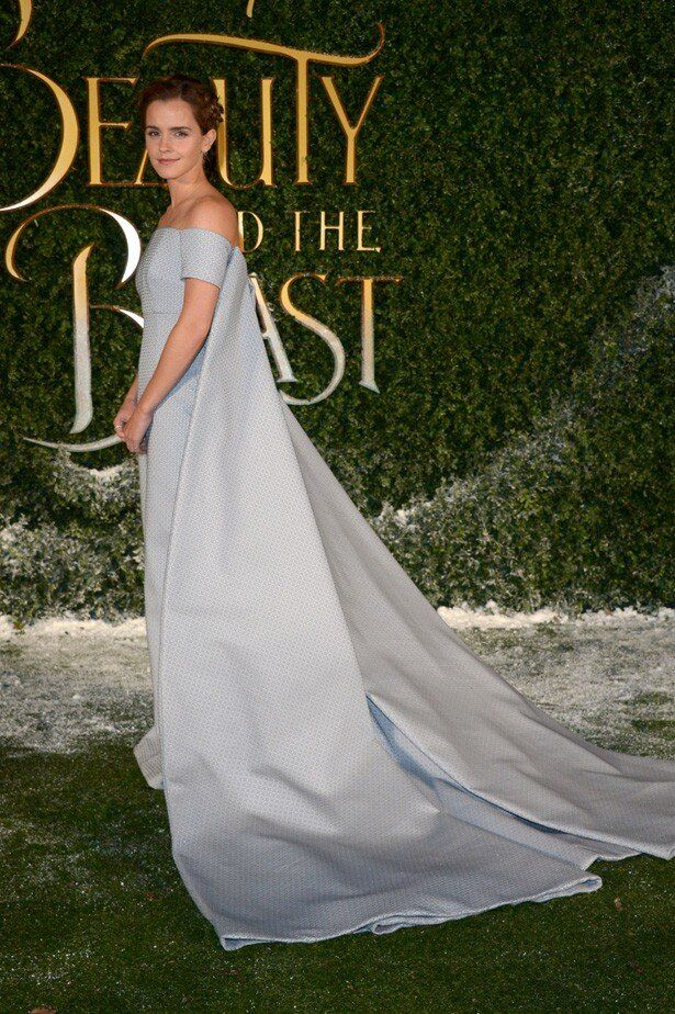 美しいドレス姿で『美女と野獣』プレミアに登場したエマ・ワトソン