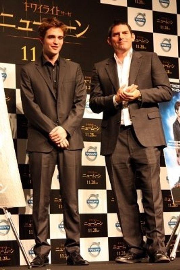 ロバート・パティンソン(左)とクリス・ワイツ監督がファンミーティングに出席