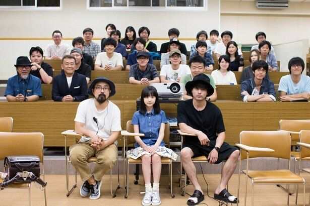 【写真を見る】山田孝之、山下敦弘監督、芦田愛菜の3ショット。これってマジ?