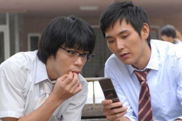 イケメン&爽やかなモテ男の仮面を被った男に扮するのは松田龍平