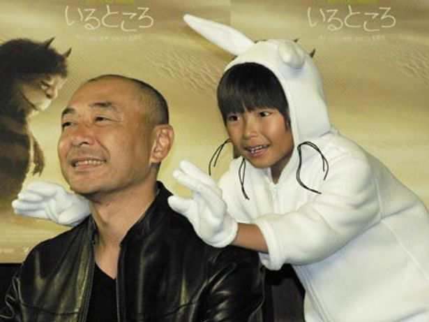 主人公の声を担当した加藤清史郎と、怪獣役の高橋克実