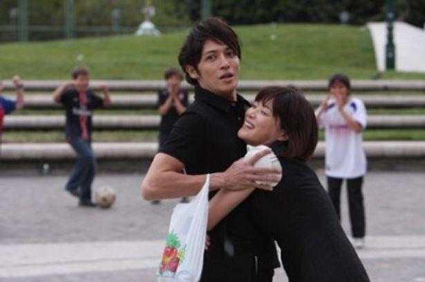 千秋(玉木宏)に抱きついて、かなり幸せそうな表情を浮かべるのだめ