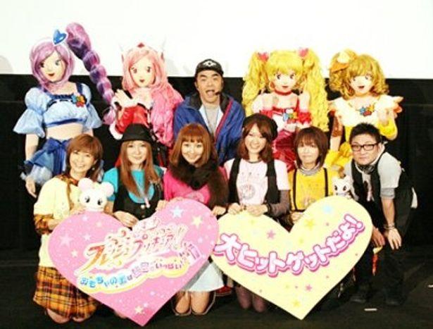 「映画を見て、友達やおもちゃを大切にしてね!」と語った沖佳苗(前列右から3人目)