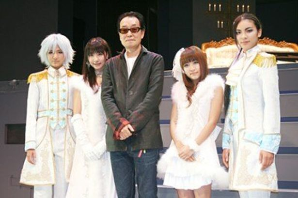 「AKB歌劇団『∞・infinity』」の会見に出席した宮澤佐江、柏木由紀、広井王子、高橋みなみ、秋元才加(写真左から)