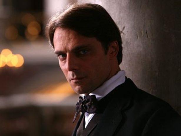 『副王家の一族』で貴族の息子を演じるアレッサンドロ・プレツィオージ