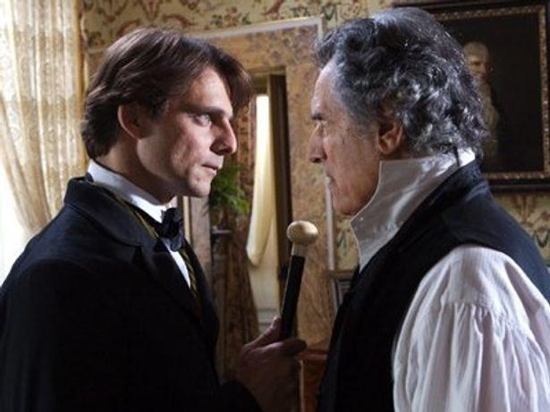 父親(右)を演じるのはランド・ブッツァンカ