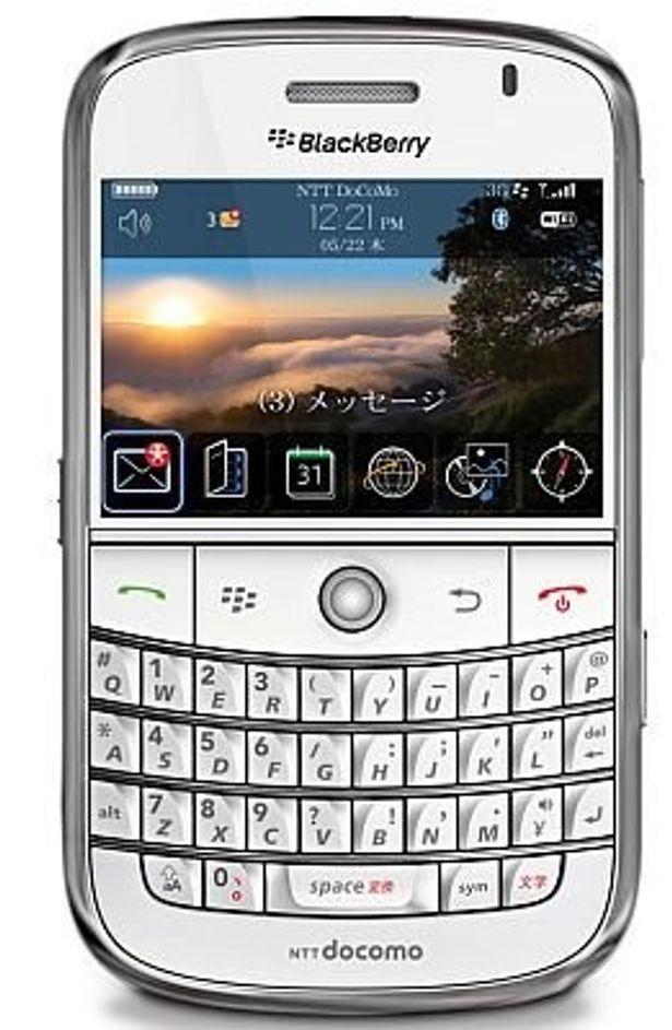 「docomo PRO series BlackBerryBold」のホワイトは12月発売予定。発売が待ち遠しい!