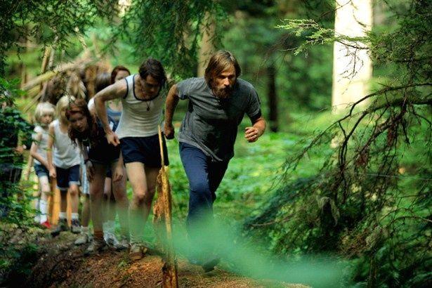 熱血パパを先頭に山の中をトレーニング!