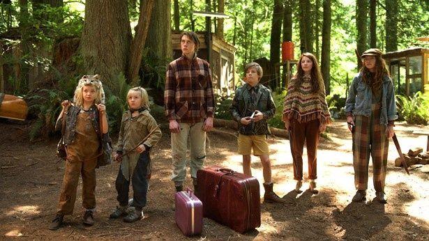 電気もガスも携帯の電波も入らない森の中で暮らすキャッシュ家
