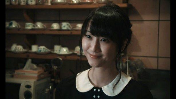 『はらはらなのか。』で主人公が出会う喫茶店主役を演じた松井玲奈