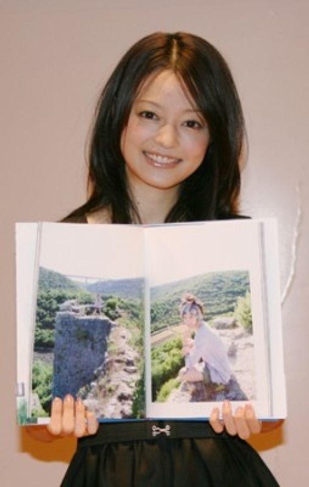 フォトブック「小林涼子〜クロアチア、10代最後の小旅行〜」を発売した小林涼子