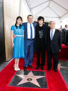 勝地涼と広瀬アリスが「パワーレンジャー」プロデューサーの快挙を祝福!