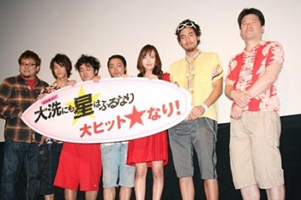写真左から、福田雄一監督、白石隼也、ムロツヨシ、山田孝之、戸田恵梨香、小柳友、佐藤二朗