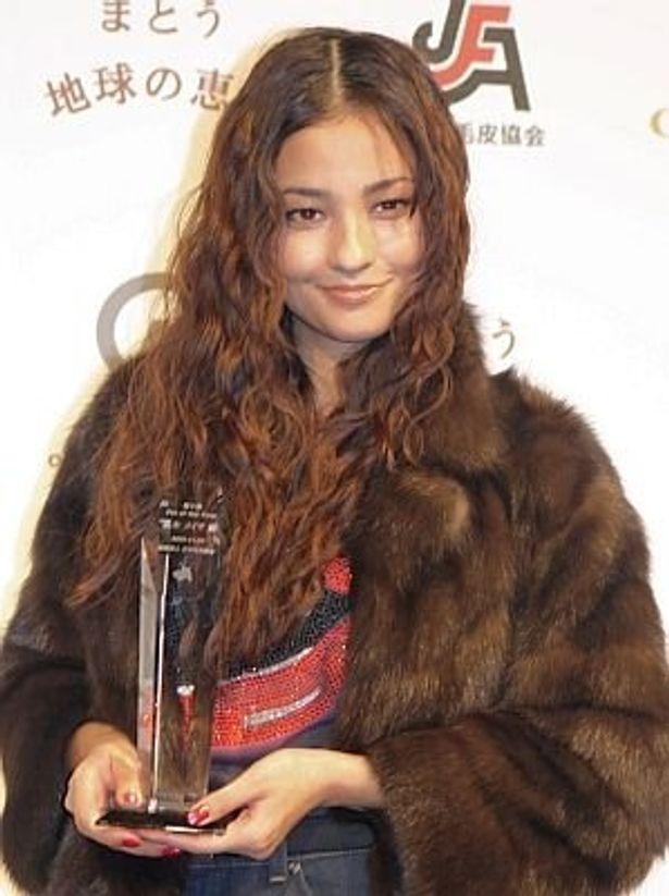 Fur of the Yearに選ばれた黒木メイサさん