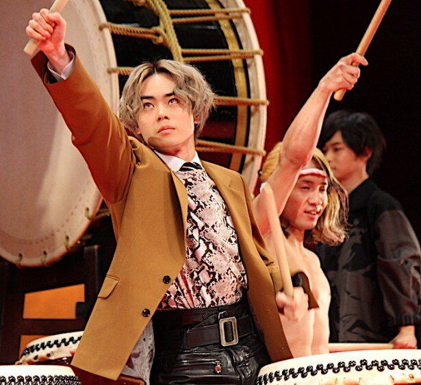 菅田将暉らがサプライズで生和太鼓を演奏