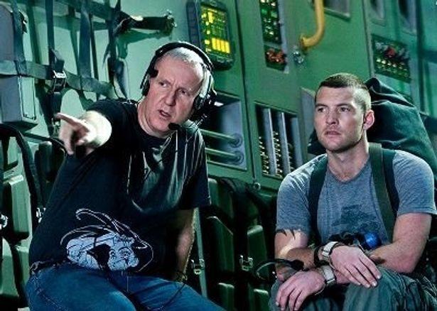 ジェームズ・キャメロン監督(左)と主演のサム・ワーシントン(右)
