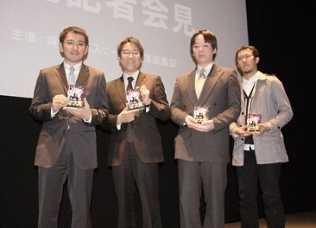 授賞式に出席した井上伸一郎氏、坂本浩一氏、新井円侍氏、mebae氏(写真左から)