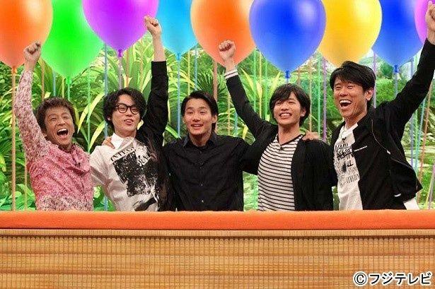 菅田将暉(左から2番目)、野村周平(中央)、志尊淳(右から2番目)は一致団結してクイズに挑戦