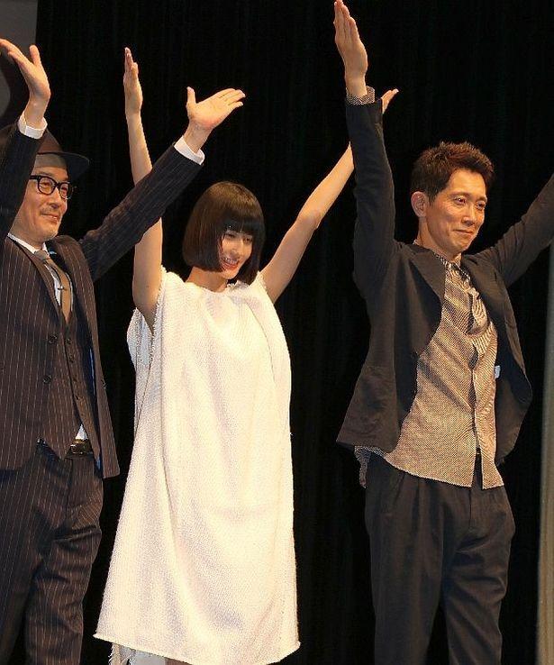 【写真を見る】リリー・フランキー、橋本愛、佐々木蔵之介が火星人ポーズ!