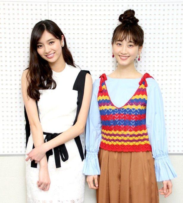 映画「めがみさま」でW主演を務めた新川優愛と松井玲奈にインタビュー(写真左から)