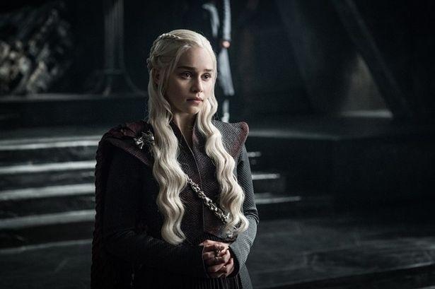エミリア・クラーク演じるドスラクの王妃デナーリスは、ターガリエン家復権を目指す