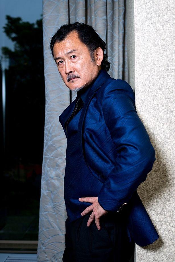 映画『ちょっと今から仕事やめてくる』で強烈なパワハラ上司を演じた吉田鋼太郎