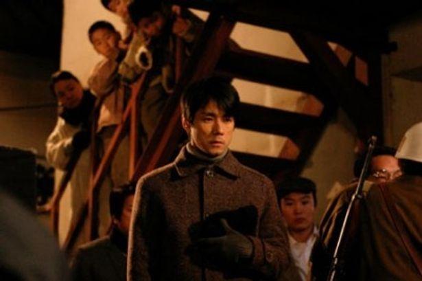 広末の夫役を演じた西島秀俊