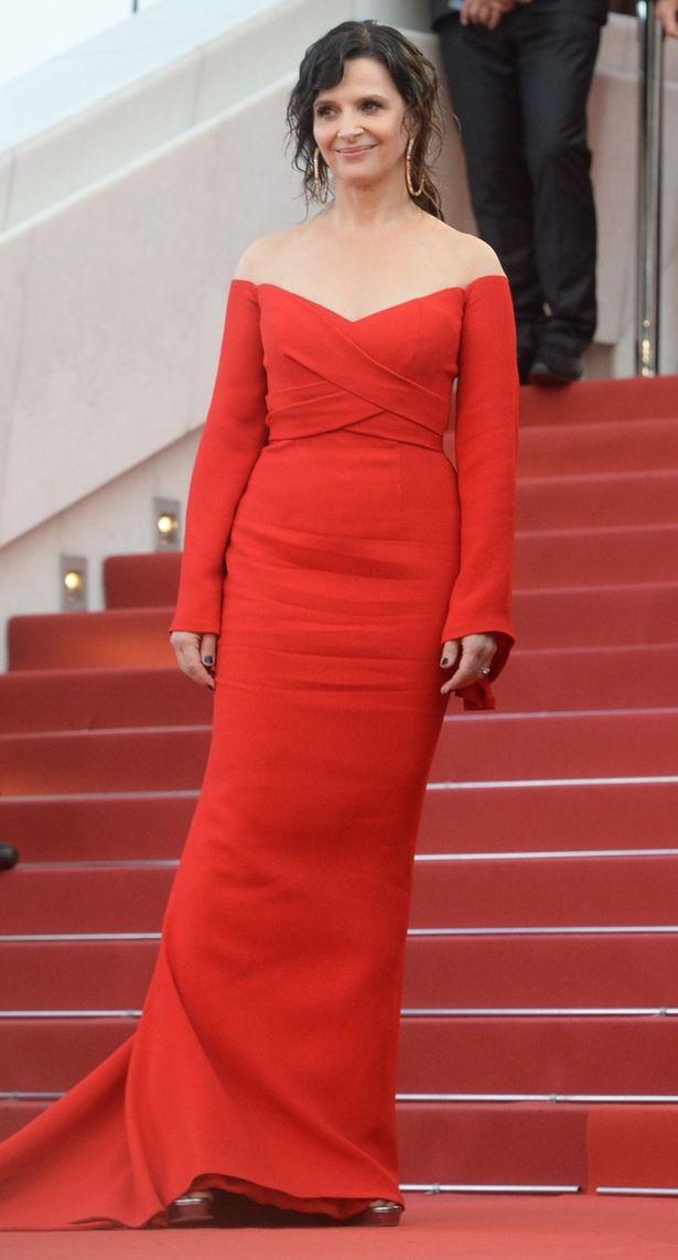 2017年カンヌ映画祭のレッドカーペットに登場したジュリエット・ビノシュ(53)