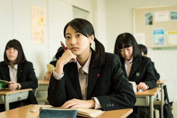 高校生のみどりを演じるのはグラビアなどで人気の武田玲奈
