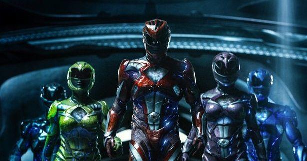 リタの脅威から地球を守るため、レッドレンジャーの掛け声で心を1つにして5人の戦士たち