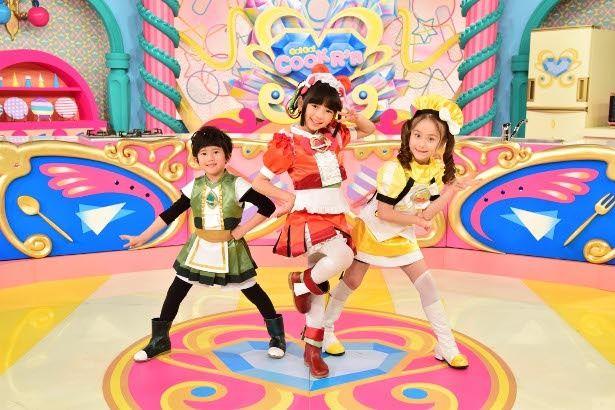 食材の怪人と戦うヒーロー「クックルン」を演じるのは小学生の3人