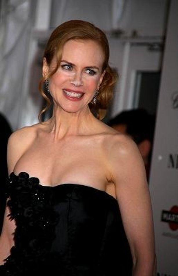 黒のドレスで美白が引き立つニコール・キッドマン
