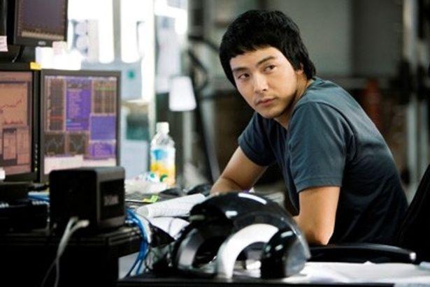 600億ウォンという大金を狙うパク・ヨンハ演じるヒョンス