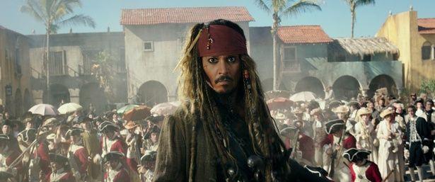 『パイレーツ・オブ・カリビアン/最後の海賊』が初登場1位を獲得!