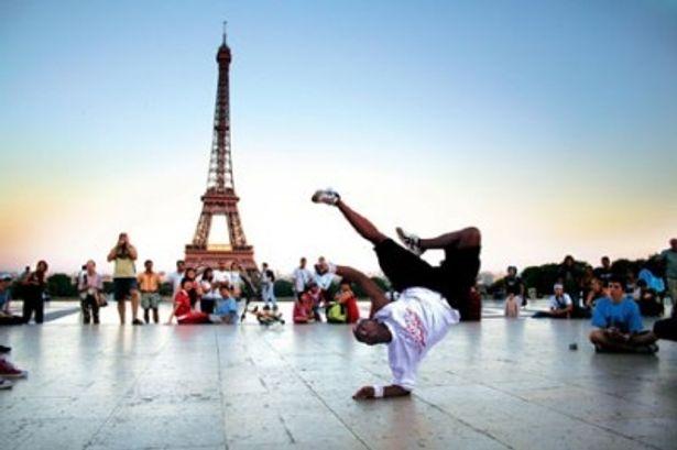 世界中のさまざまな場所で、華麗なダンスが繰り広げられる