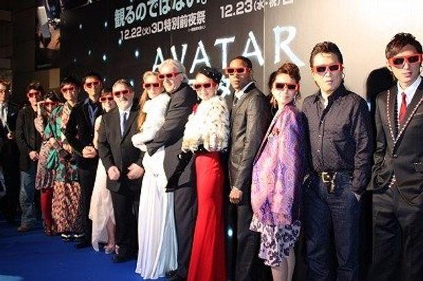 全員が3Dのメガネを着用してフォトセッション