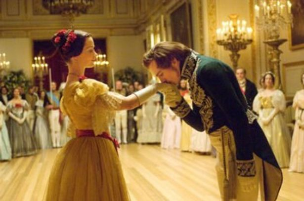 イギリス黄金時代を築いたベストカップルの歩みがスクリーンに再現される