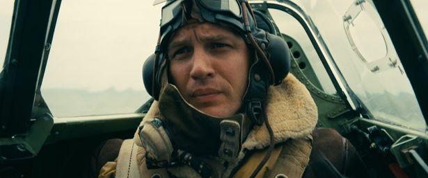 ノーラン監督作品常連のトム・ハーディは、戦闘機パイロットを演じる
