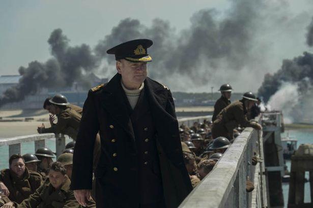 海軍の指揮官役はシェイクスピア俳優として知られる名優ケネス・ブラナー