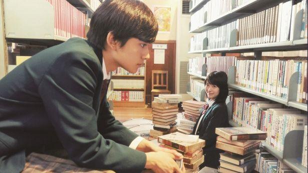 図書館で共に時間を過ごしていく、桜良と【僕】