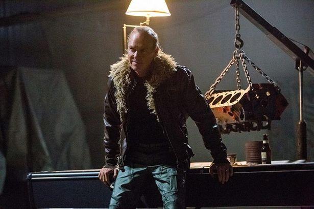 マイケル・キートン演じるエイドリアン・トゥームスはトニー・スタークに強い恨みを持っている