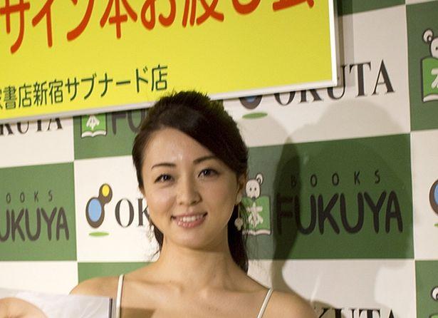 祥子が写真集発売イベントを行った
